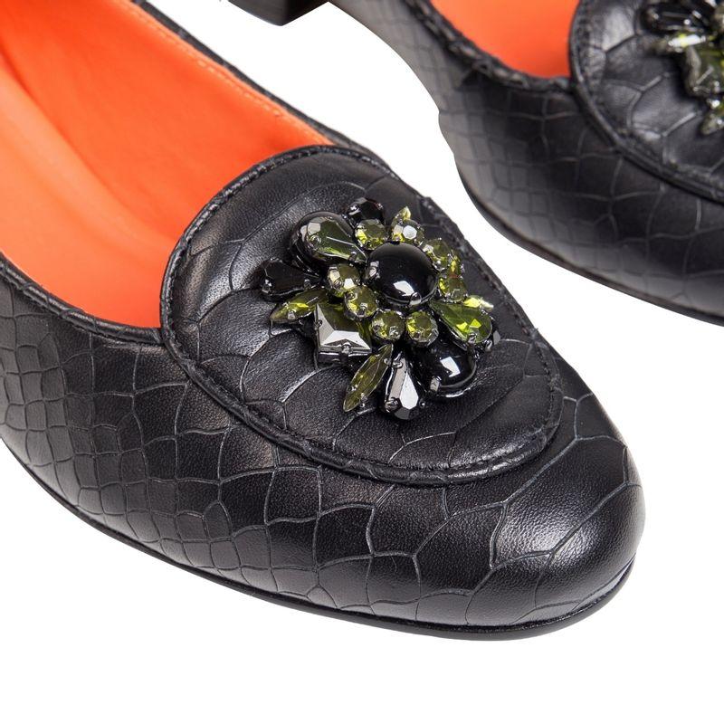 loafer-croco-preto-broche